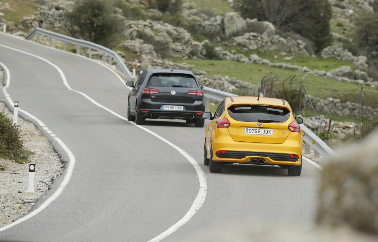 Ford Focus ST vs comparative VW Golf GTI Performance