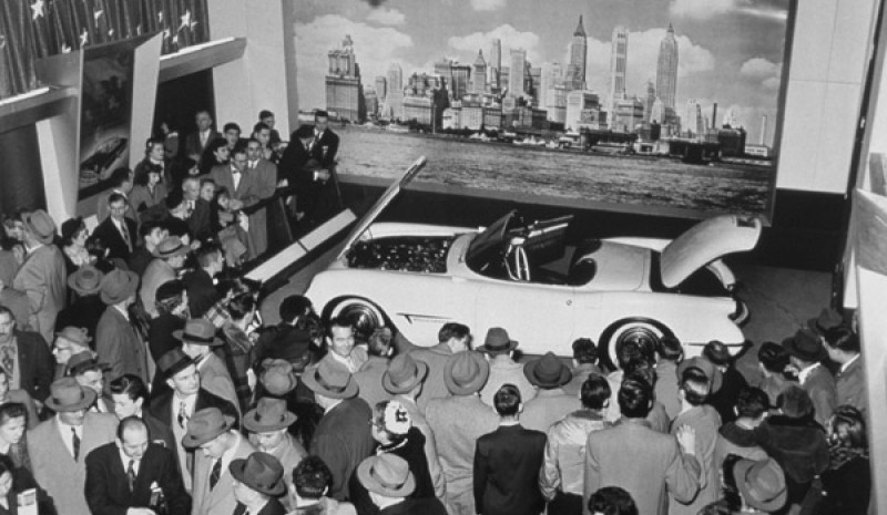 Presentasjon av Chevrolet Corvette Motorama Show Car i New York 1953