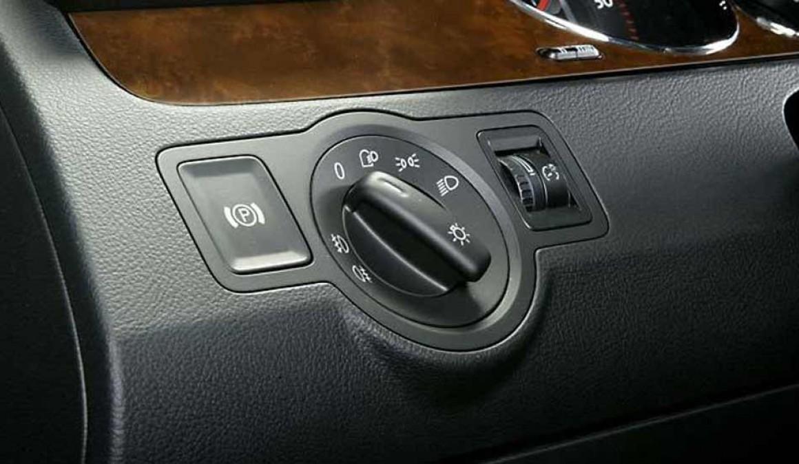 incertain des conseils sur l 39 achat d 39 une nouvelle voiture avec frein main lectrique. Black Bedroom Furniture Sets. Home Design Ideas