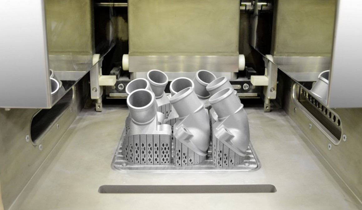 Mercedes-Benz and manufactures metal parts with 3D printers