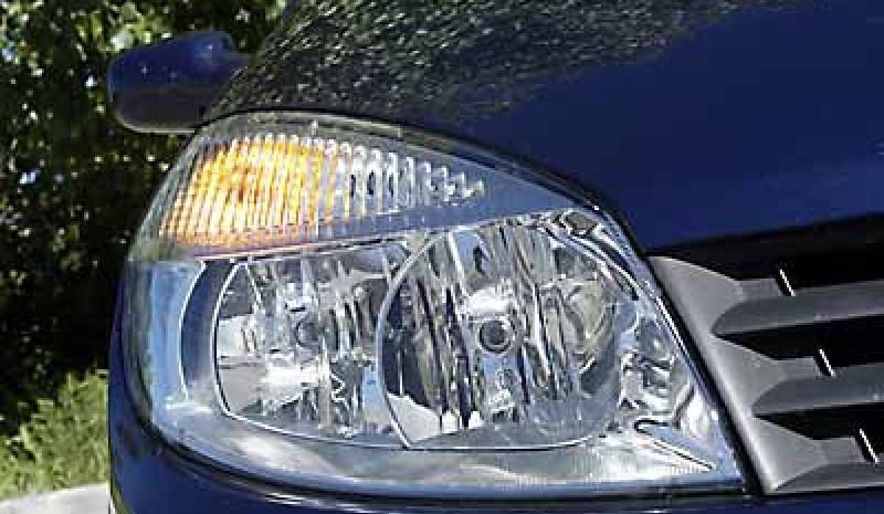 Headlights integrate all optical groups.