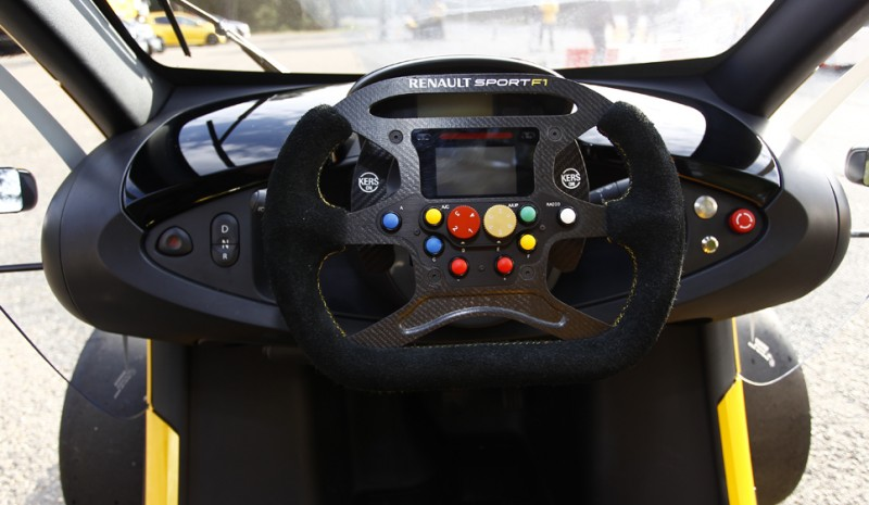 Renault Twizy RS F1, we got the first electric racing with KERS
