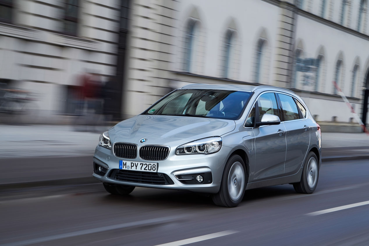 BMW 225 xe, 4x4 minivan with the efficiency of a hybrid engine