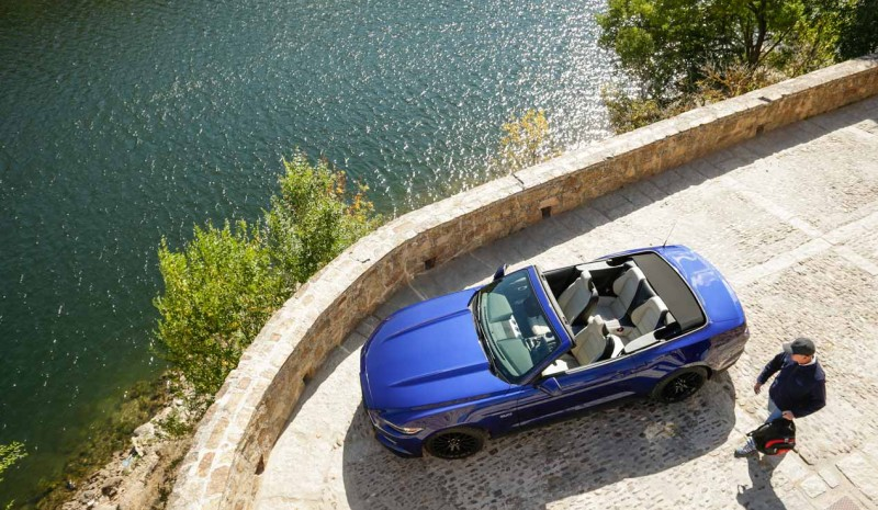 Ford Mustang convertible V8 in pictures