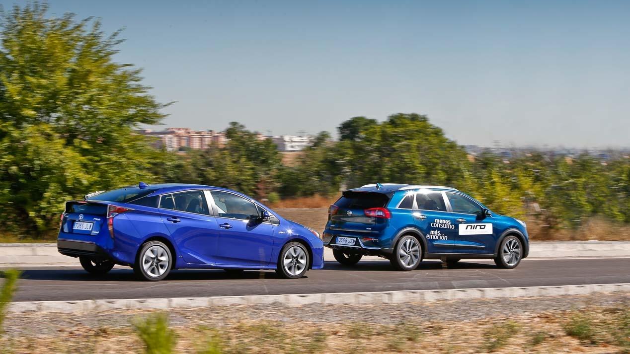 Kia Niro And Toyota Prius