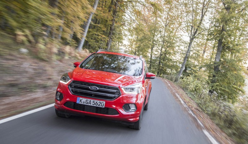 Ford Kuga 2017, driving its update