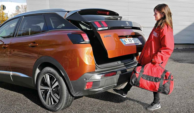 The Peugeot 3008 and 5008 with EAT8 change, now on sale